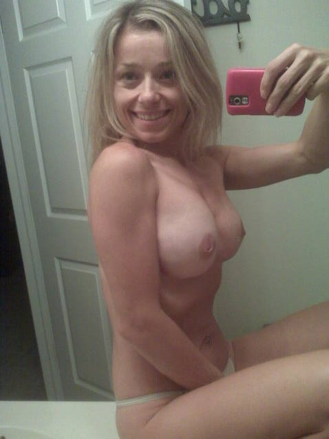 hot cougar nude self shots